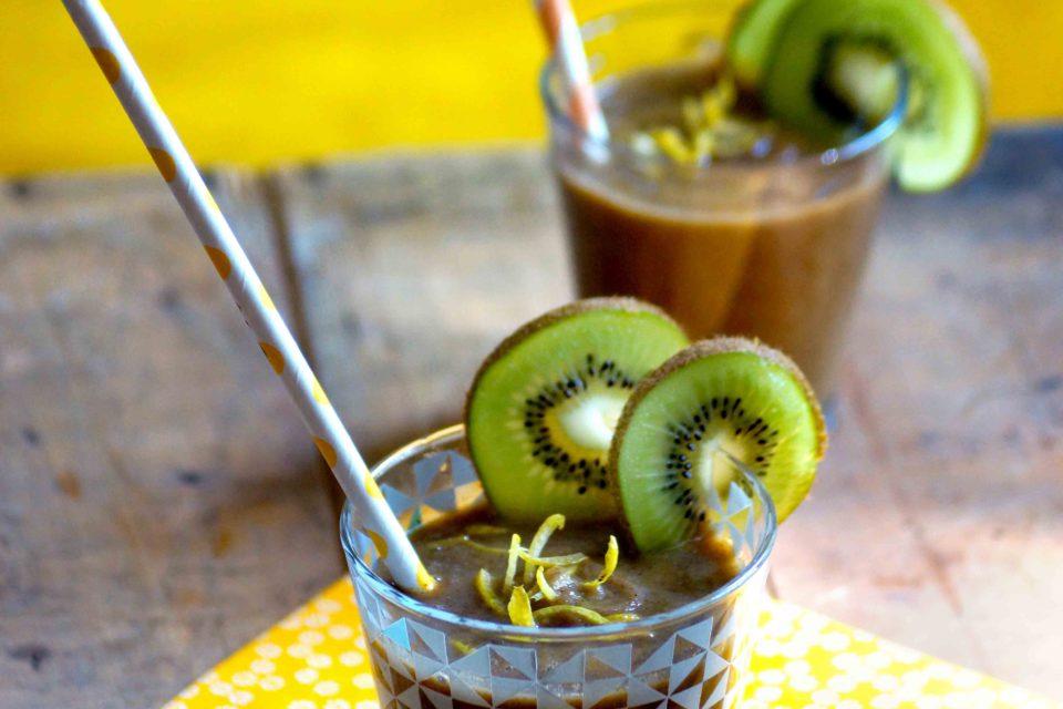photo de la boisson kiwi et chou juice au mélange de boisson ginger kiss