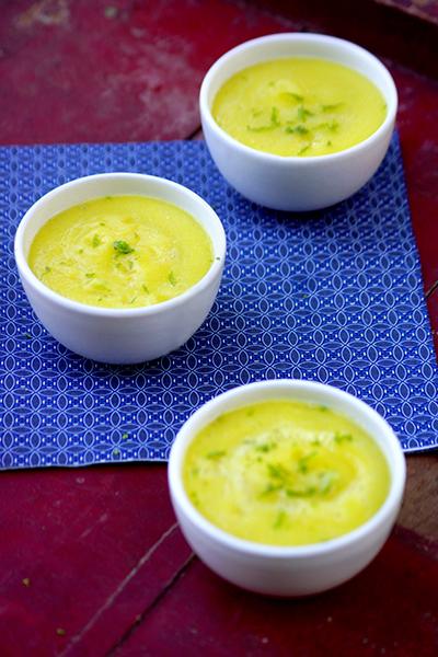 photo du plat mix de courgettes crues aux poires avec le mélange pour boisson curcuma power