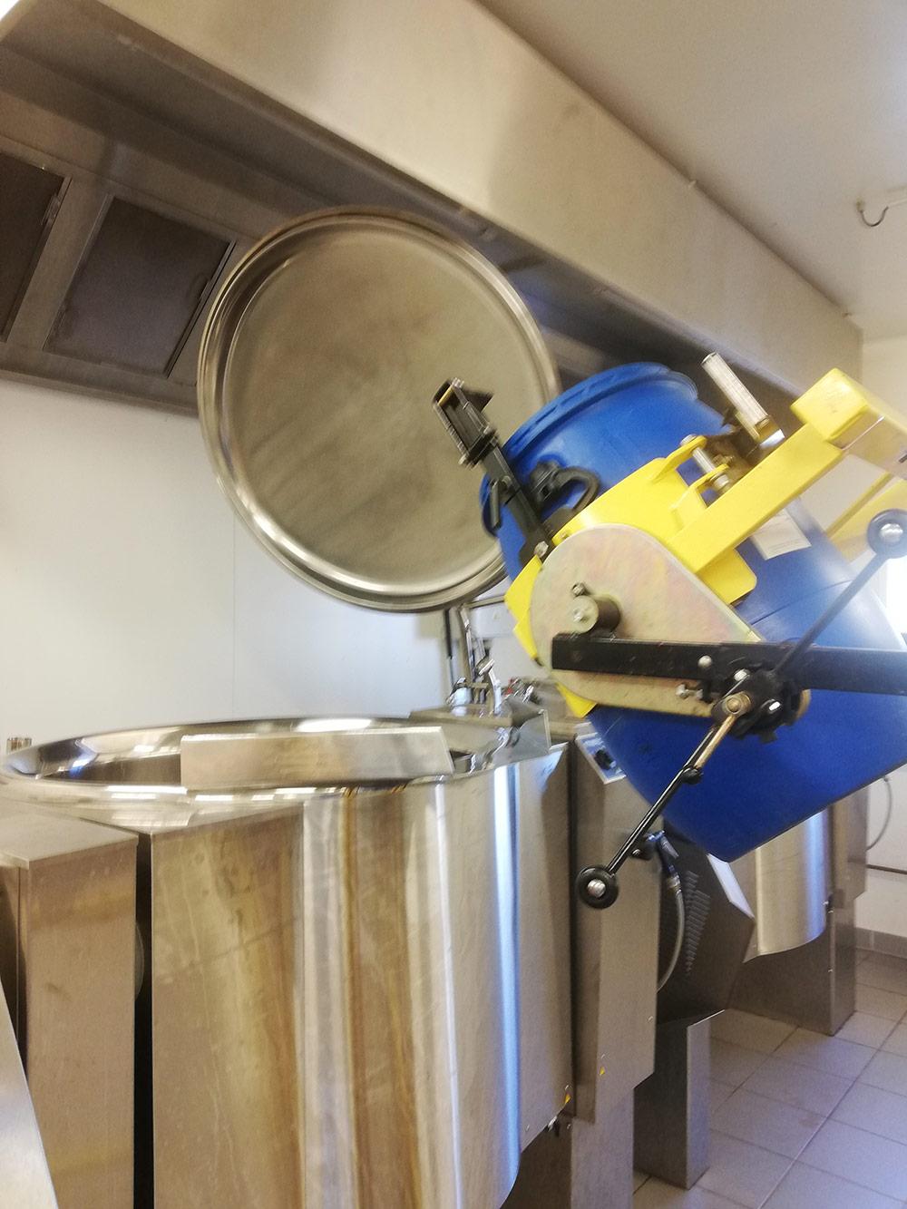 récupération du jus pour homogénéisation et conditionnement de l'arôme vanille