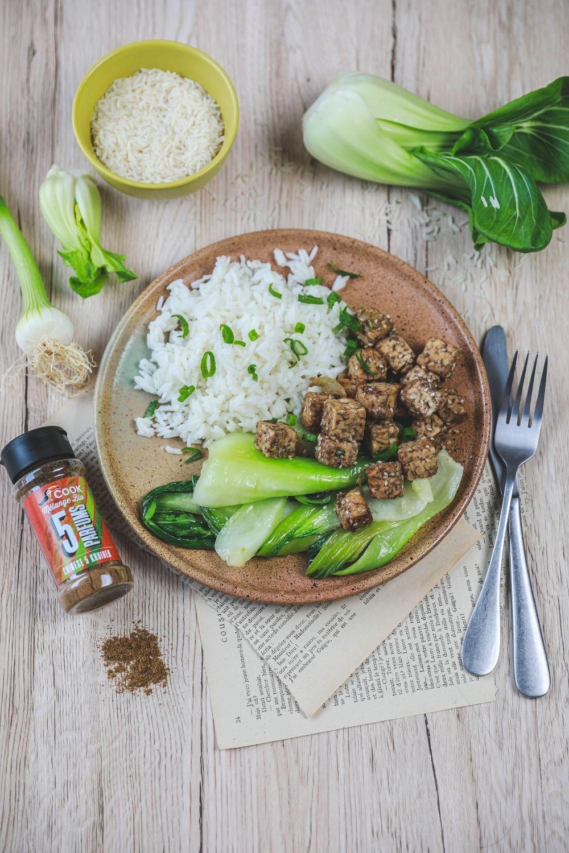 tofu grillé pak choï, riz parfumé aux 5 parfums