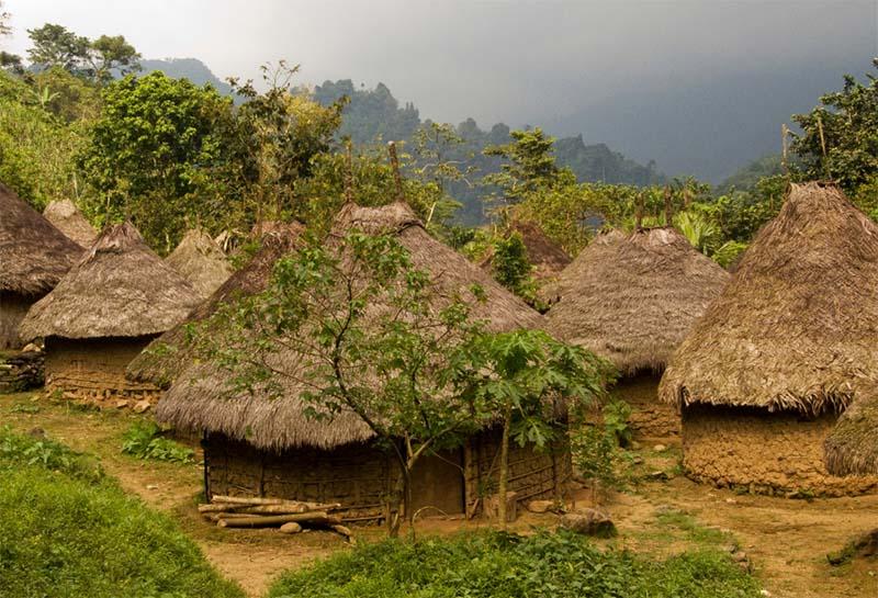 Habitations en matériaux locaux